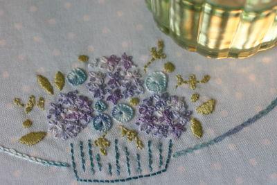 Sept 30 2008 Pretty b set and pincushions010